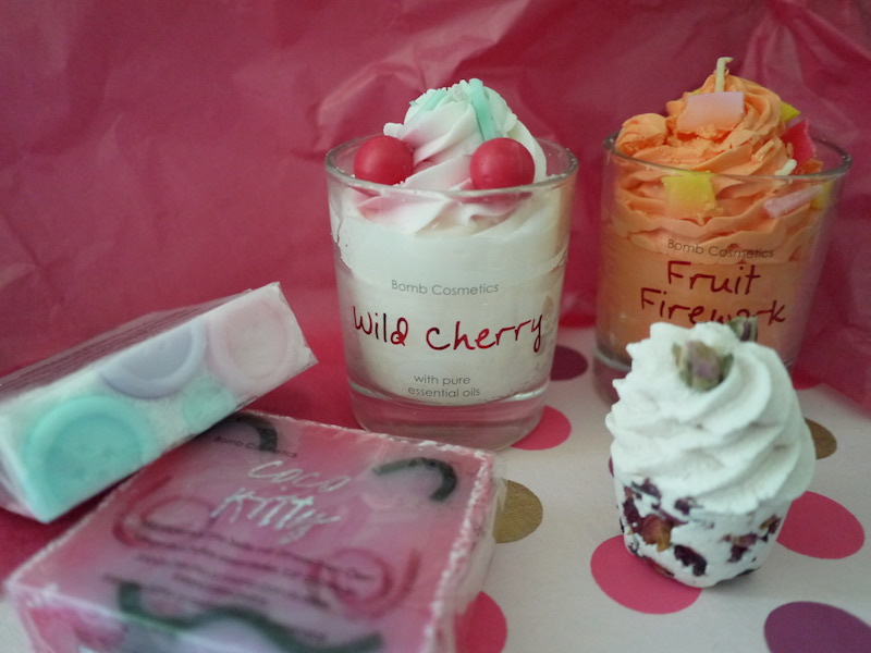 savon et cupcake de bain bomb cosmetics