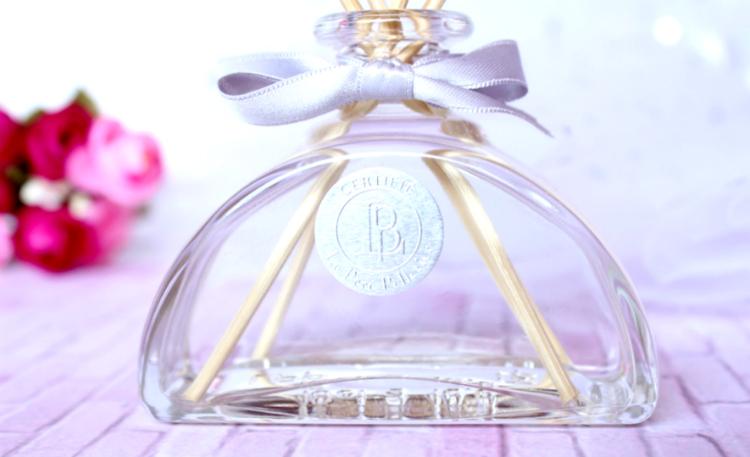Mûre et musc : Le diffuseur de parfum féminin et poudré
