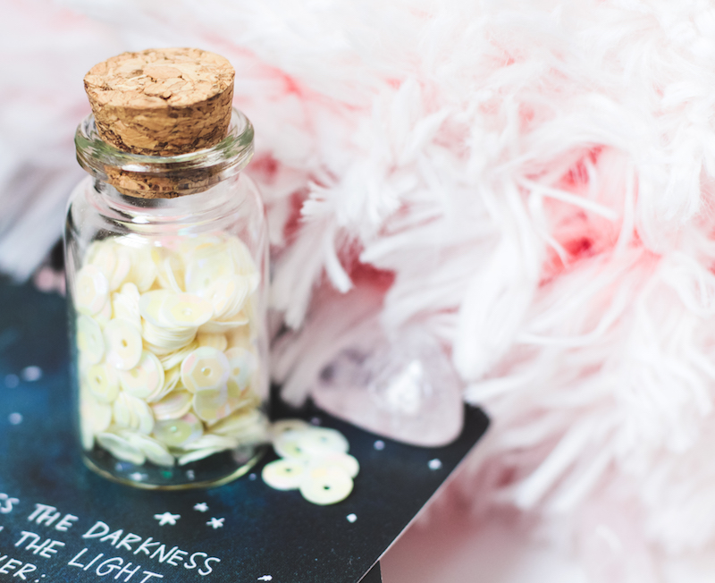 photo gratuite girly blogueuse glitters jar